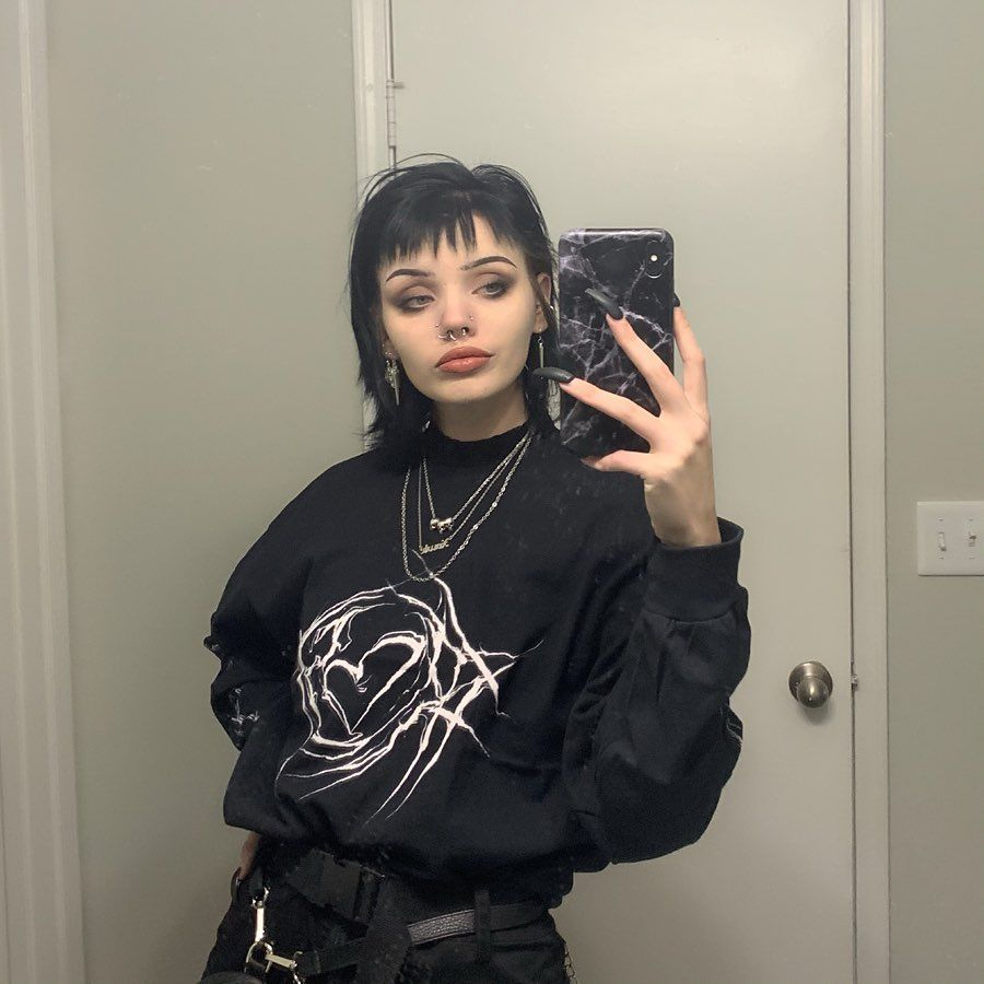 E Girl Outfits Hair Color Egirl Style Tik Tok Famous Girls Gothic Clothing Fashion Egirl Tiktok Hair Makeup Stylin In 2020 Famous Girls Gothic Outfits Girl Outfits