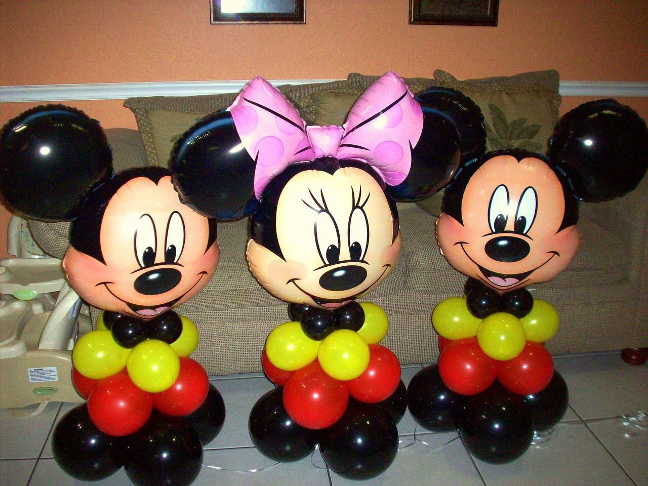 Minnie mouse balloon centerpieces gold google search for Balloon decoration minnie mouse