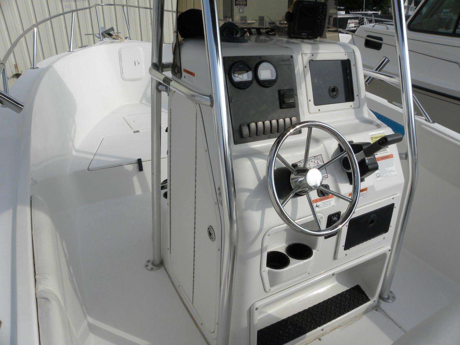 2004 Seaswirl Striper 2301 Center Console With 2005 F225 Yamaha 4 Stroke