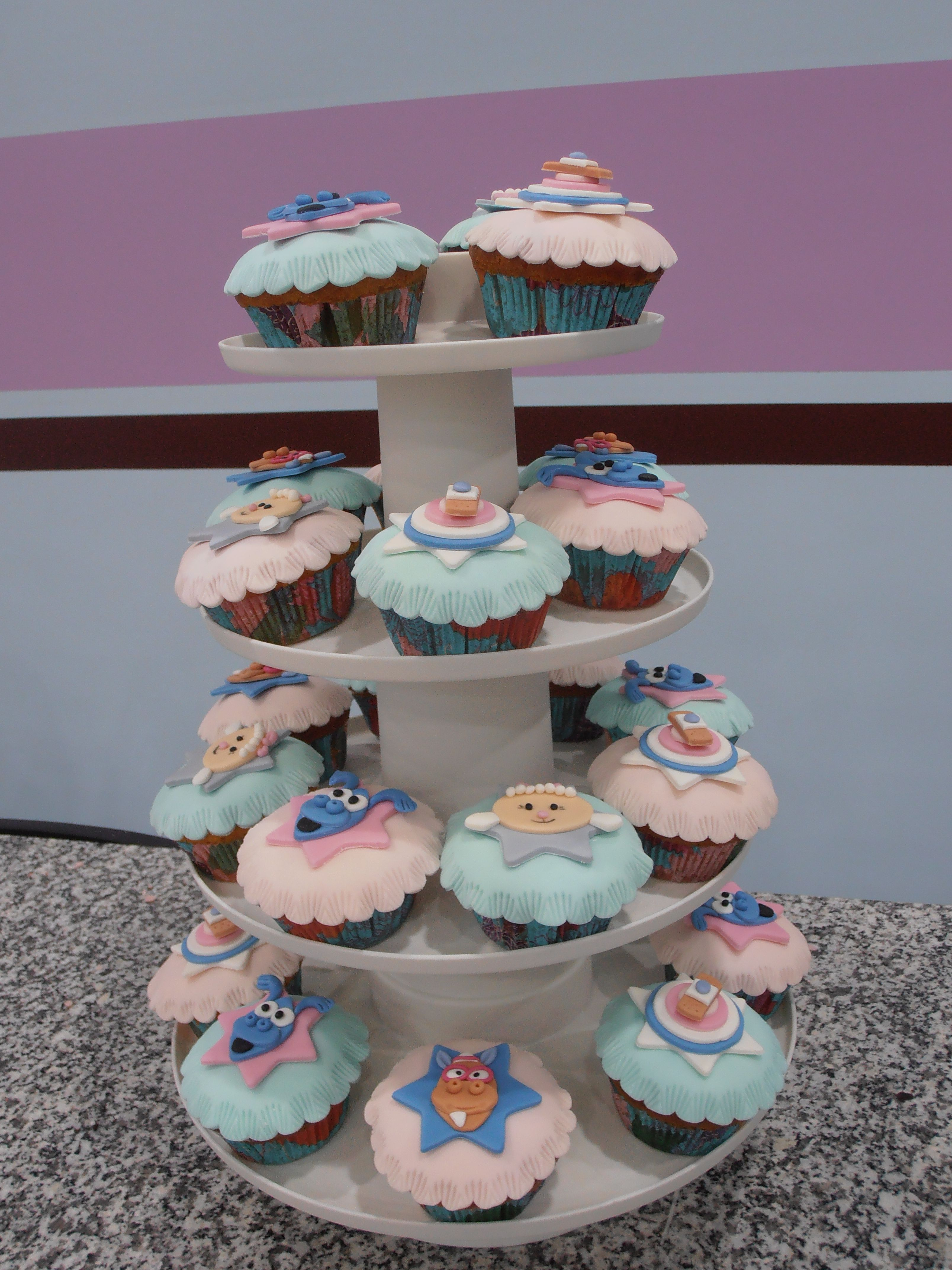 doutora brinquedos (Doc Mucstuffins) cupcakes