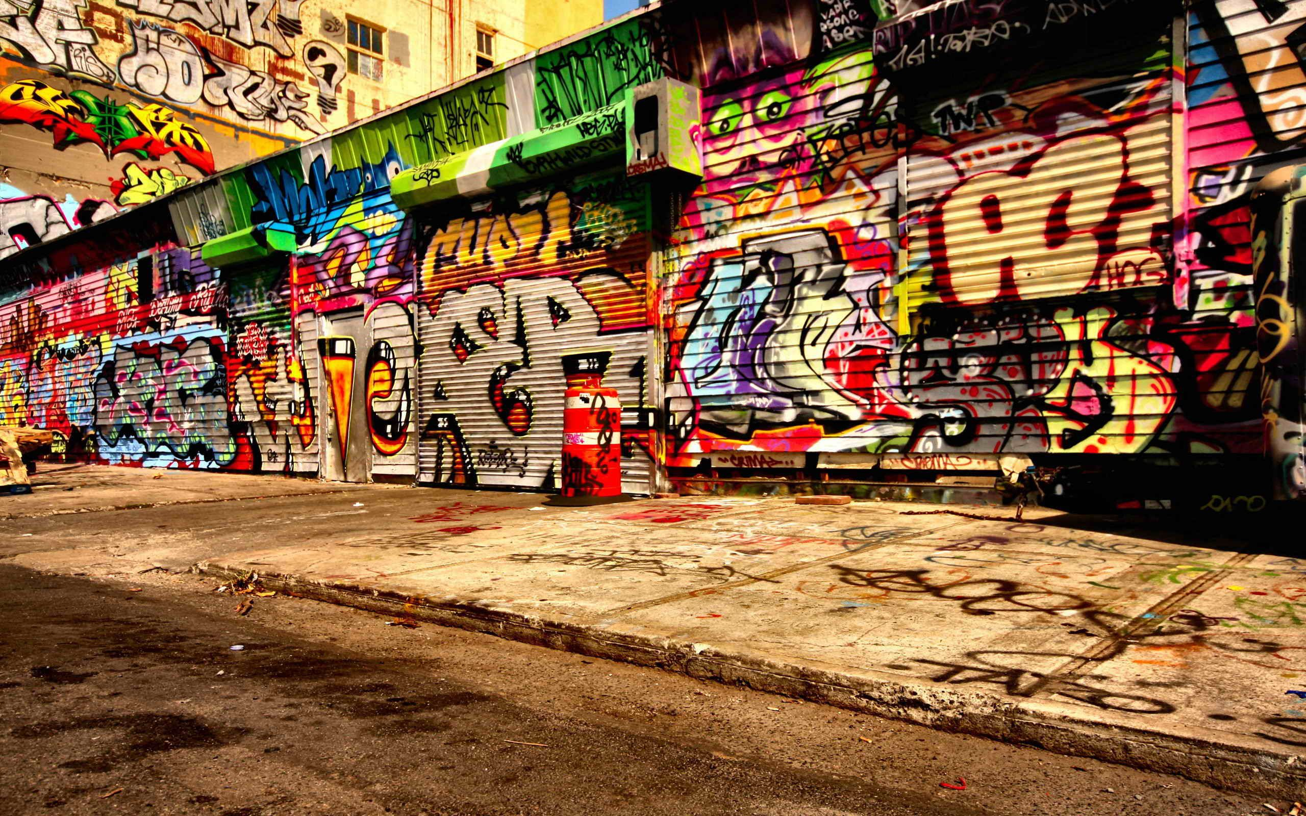 Graffiti wall toronto downtown - A Long And Large Stretch Of Graffiti Art Work Painted On Front Of Stores Description