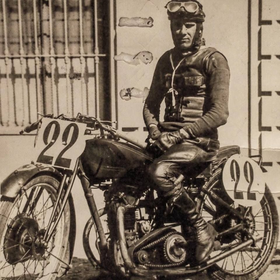 Look close! There's a PrancingHorse on the fender - a Scuderia Ferrari Rudge in 1933, with rider Giordano Aldrighetti. Enzo fielded a motorcycle race team in '30s, using Rudge and Norton - no Italian factory sold top-notch GP racers to their competition.