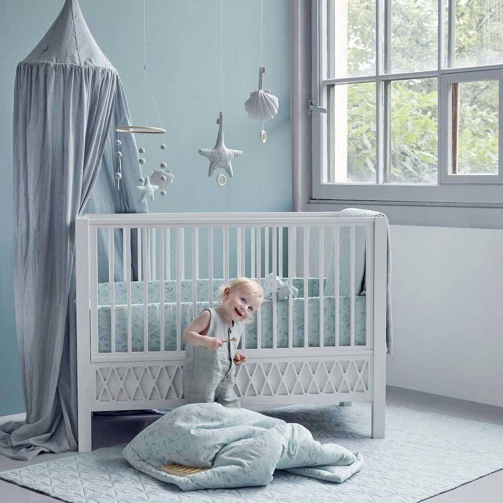 Kurz Knapp Das Ist Das Besondere Cam Cam Copenhagen Traumhafte Accessoires Fur Ihr Baby Und Kinderzimmerentzuckend In 2020 Babybetten Babyzimmer Baby Bettwasche