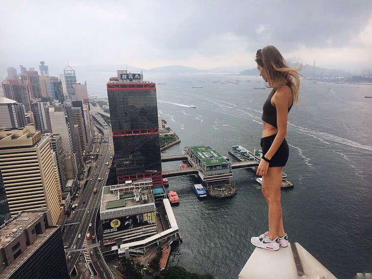 Jovem Russa desafia as alturas em belíssimas fotos