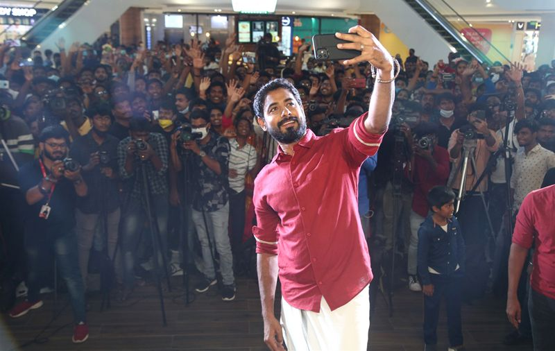 "BIGG BOSS Winner Actor Aari Arjunan IN ""Makkalukku Muthal Vannakkam"" At Marina Mall, OMR"