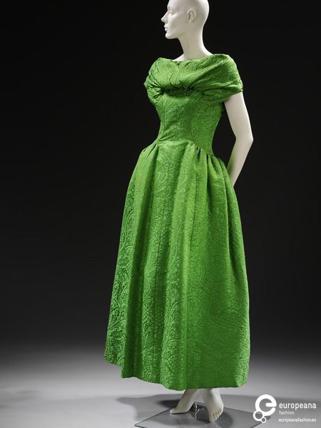 Evening dress in silk matelasse brocade, designed by Givenchy, Paris, ca. 1955. Collection Victoria and Albert Museum, CC-BY-NC