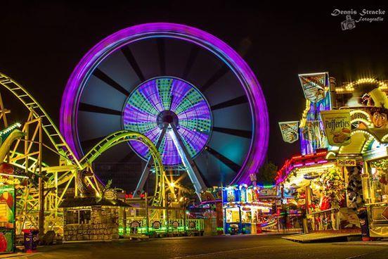 Heute öffnet wieder der Hamburger DOM. Hamburg - Jahrmarkt - Riesenrad - Karussell