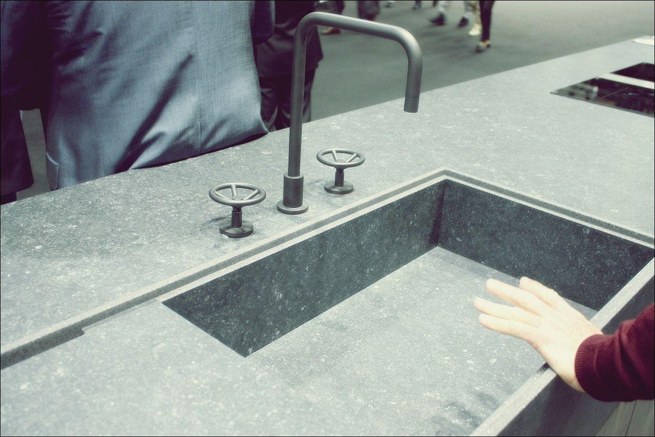 Neue Kitchen Sink Styles Auf Der Eurocucina Kuche Schwarz Arbeitsplatte Spulbecken Design