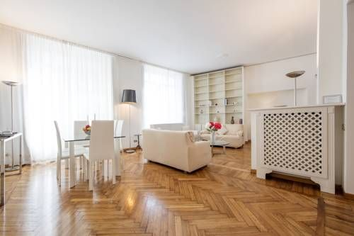 Castello Duomo Apartment Milano Castello Duomo Apartment offers pet-friendly accommodation in Milan. The property boasts views of the city and is 300 metres from Sforzesco Castle. Free WiFi is provided throughout the property.  A dishwasher and an oven can be found in the kitchen.