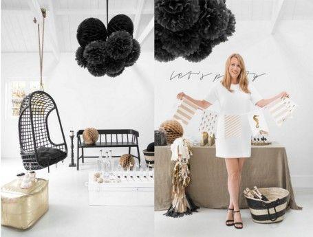Mooie zwarte pompoms kunnen je feestlocatie een bijzondere uitstraling geven. Of ga je juist voor uitbundige gekleurde pompoms? Merk: Delight Department. Gespot op: http://www.zook.nl/feest/huwelijk/feestartikelen/pompoms