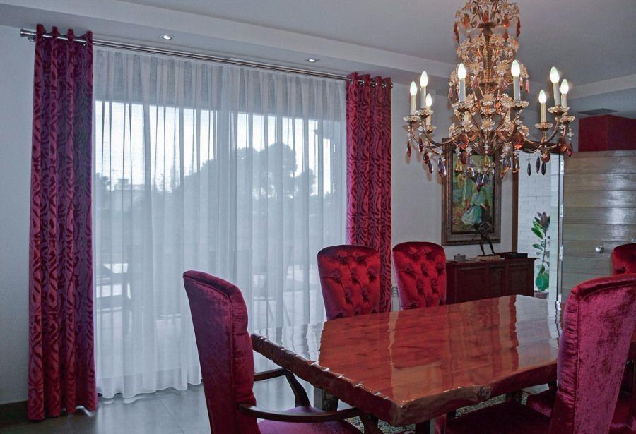 Comedor con dobles cortinas en rojo - Villalba Interiorismo | hogar ...