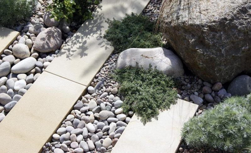 Gartengestaltung mit Kies, Flusssteinen und Pflastersteinen - gartengestaltung modern kies