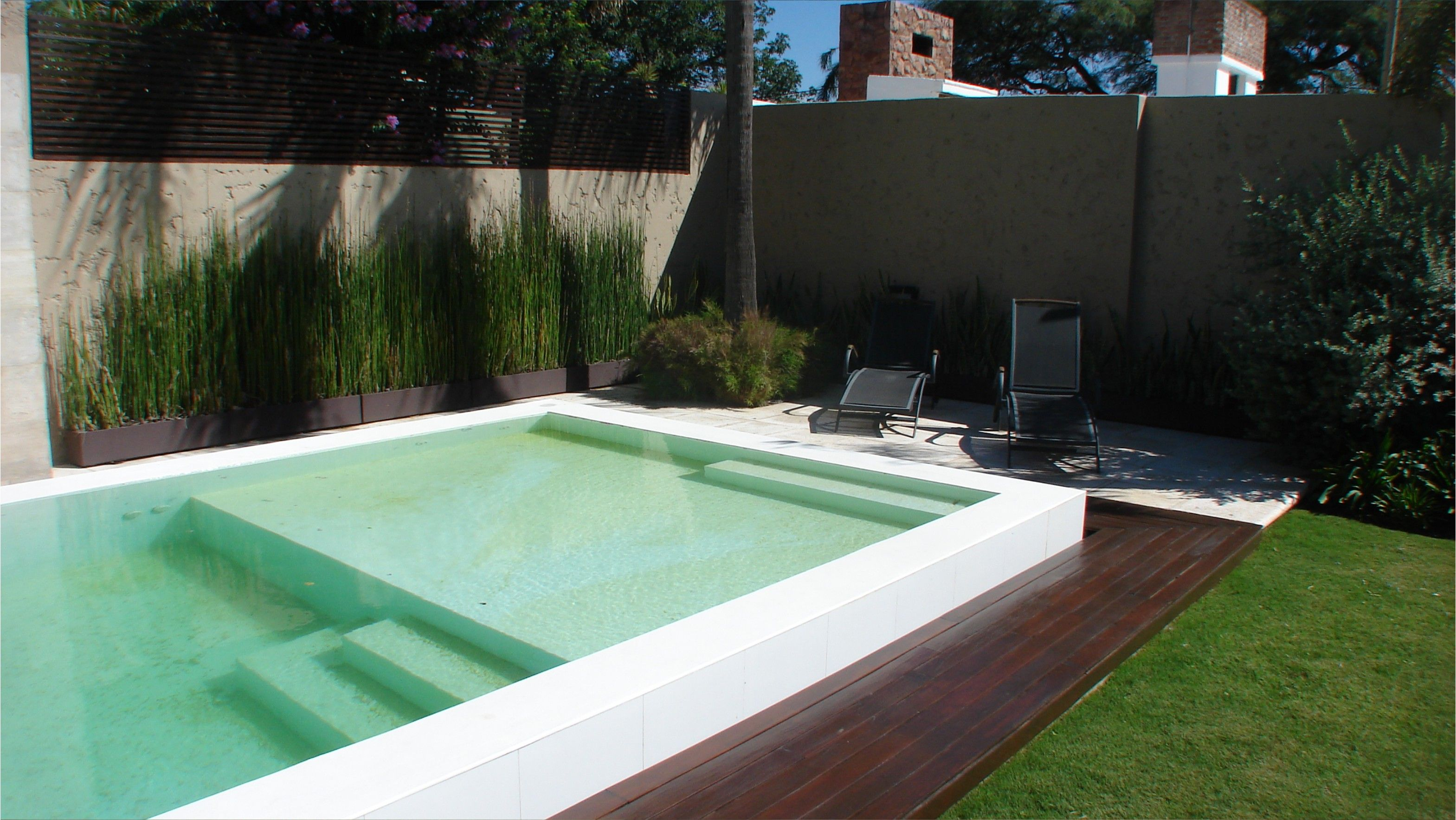 Piscina desborde finlandes deck piscina for Diseno piscina