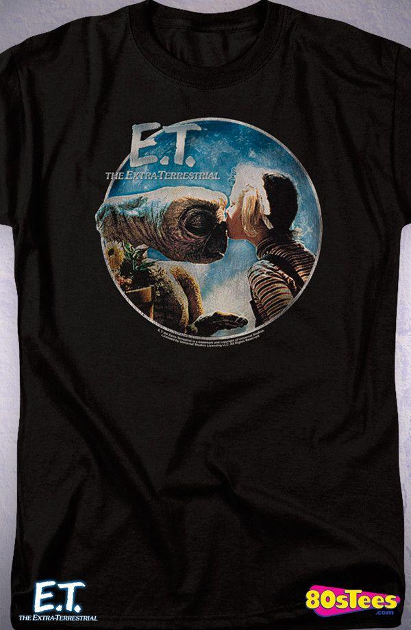 ET Gertie Kiss T-Shirt: 80s Movies ET Mens T-Shirt