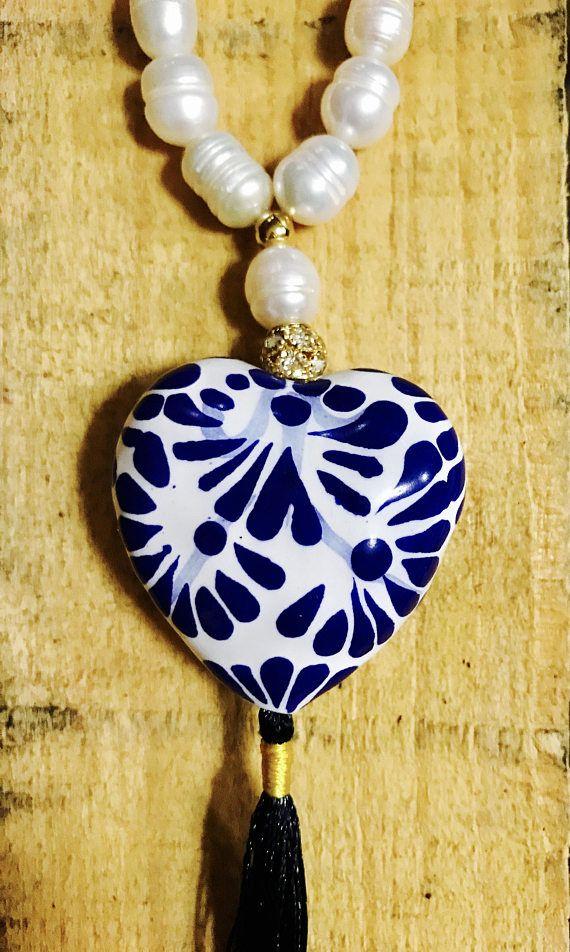 3c5a690fc908 Collar de corazon de Talavera y perlas cultivadas