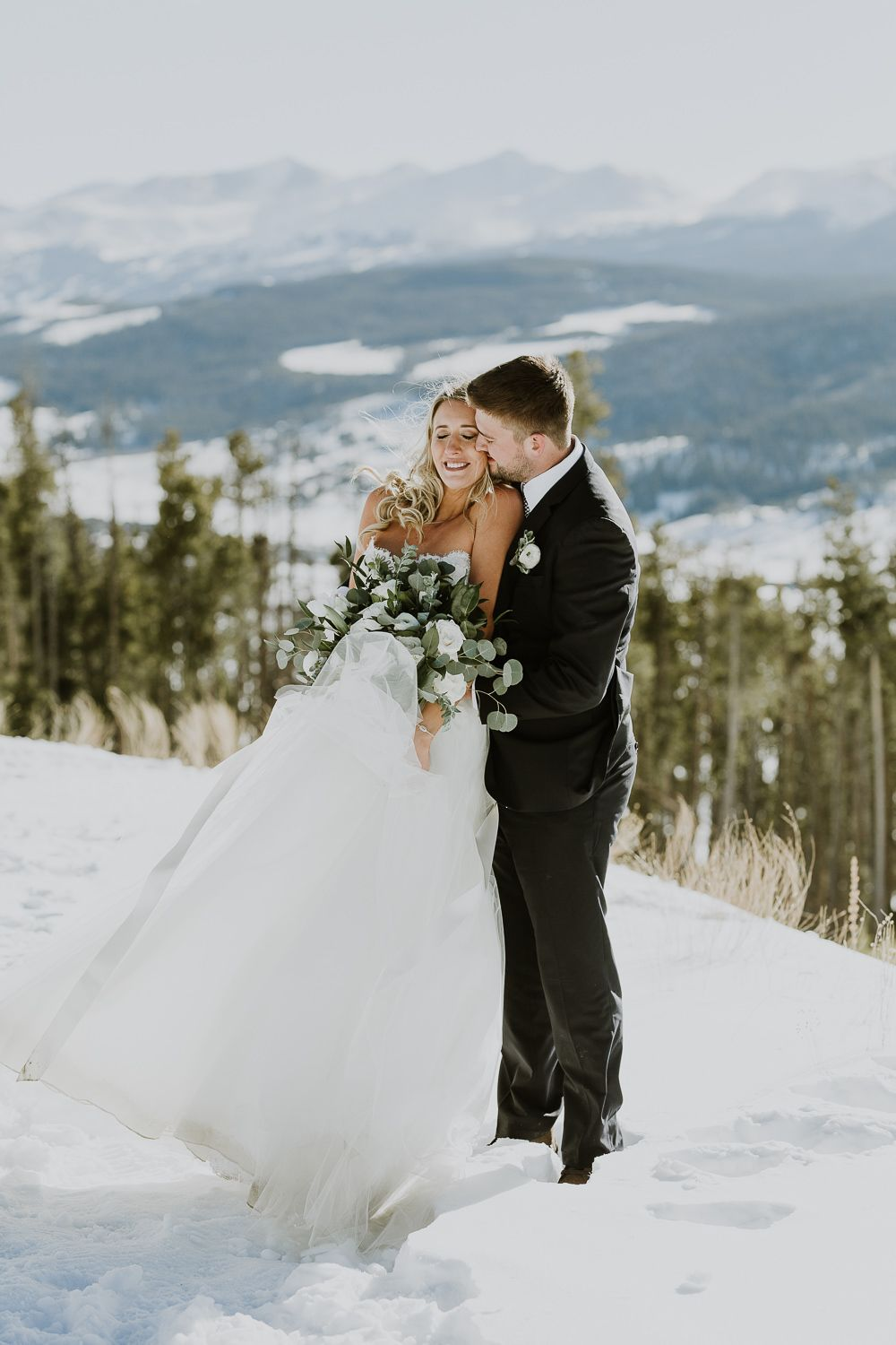 INTIMATE WINTER MOUNTAIN ELOPEMENT IN THE ROCKIES