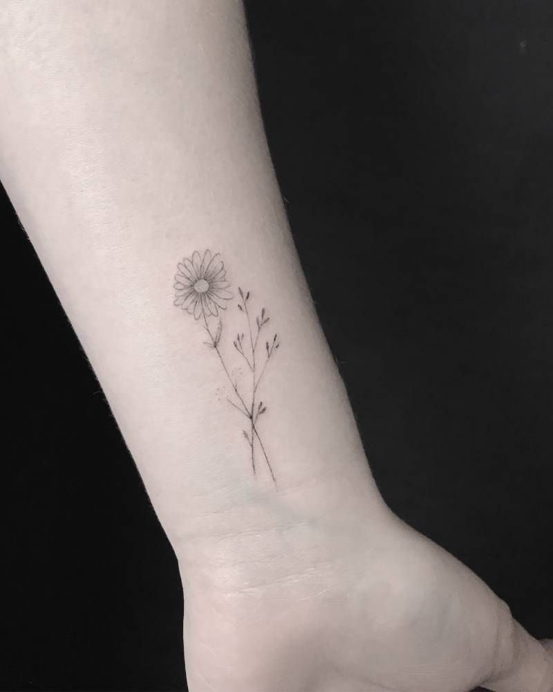 Small Daisy But With Sunflower Tattoo Small Daisy