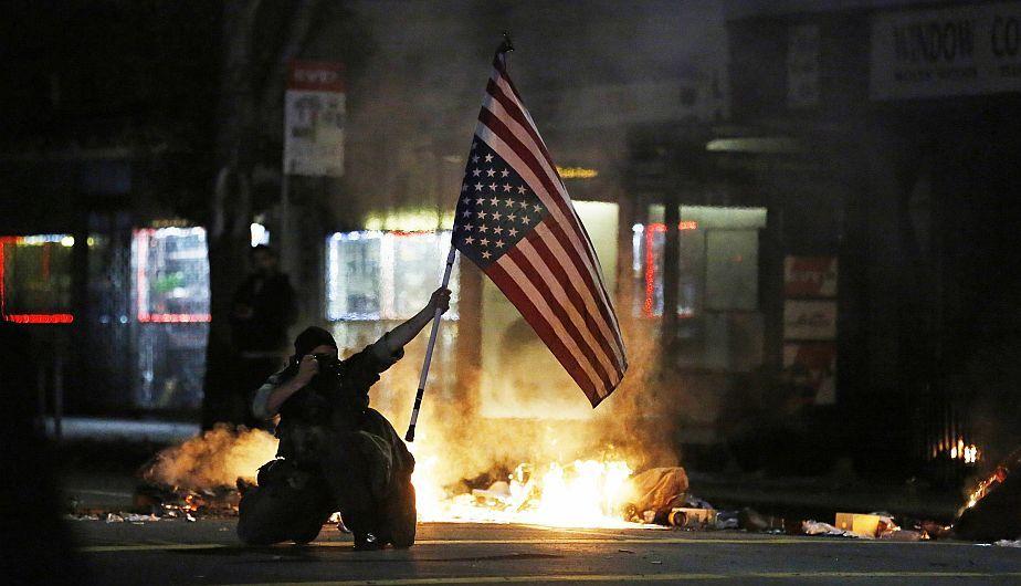 California vivió su segunda noche de protesta contra racismo policial