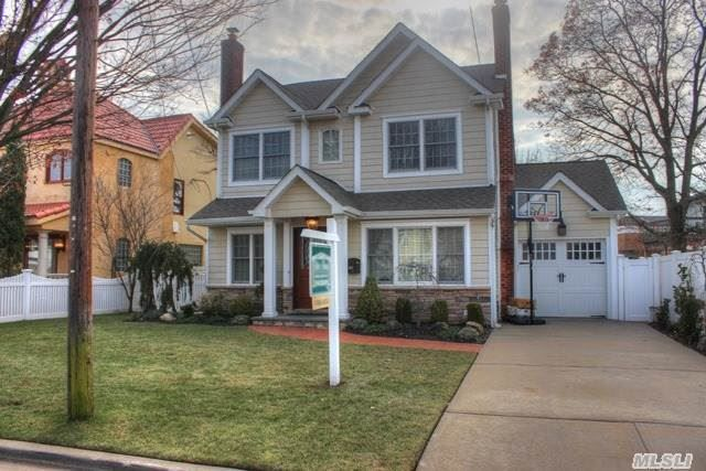 106 Garfield Pl Massapequa Ny 11758 Absolutely Diamond Home Completely Renovated Gorgeous Waterviews Stunning Granite Eik Estate Homes House Styles Home