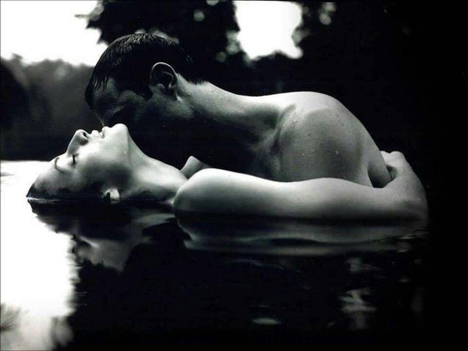 küssendes Foto der sexy Paare