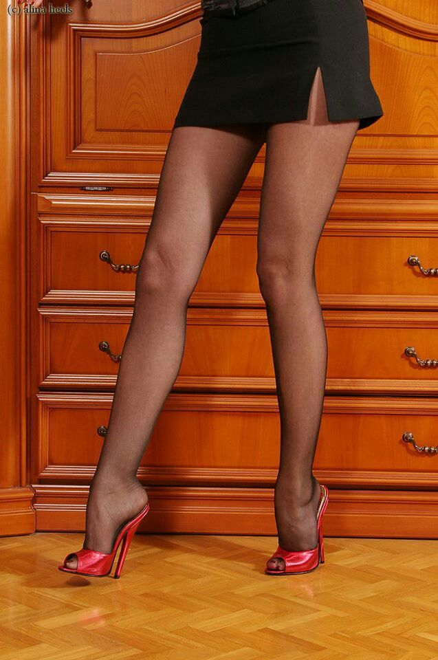 Kira Red in Pumps und Nylons gevögelt