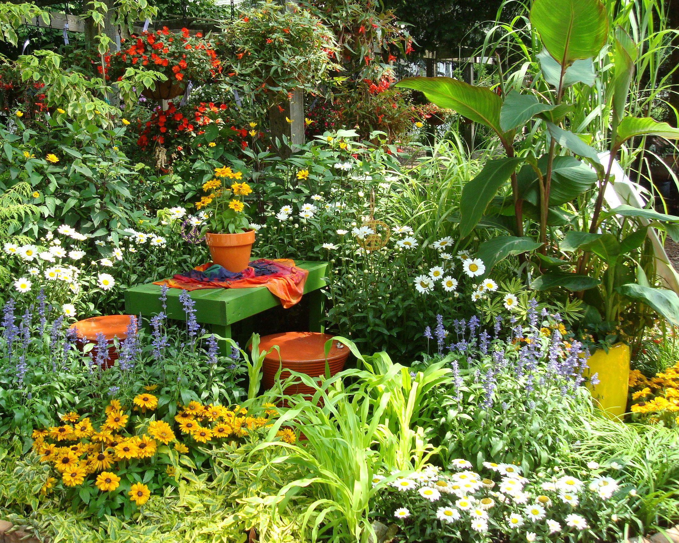 Display at Planter\'s Palette, Winfield, IL | Garden Center displays ...