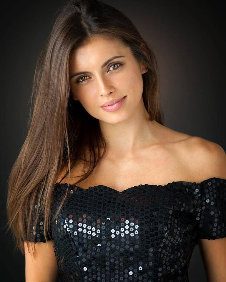 amra silajdzic on Tumblr   Brunette beauty, Beautiful girl