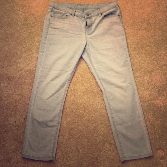 Skinny Ankle NY & Co Jeans Skinny ankle jeans. Fitting however stretchy and comfortable. Great for the summer! Light blue wash New York & Company Jeans Skinny