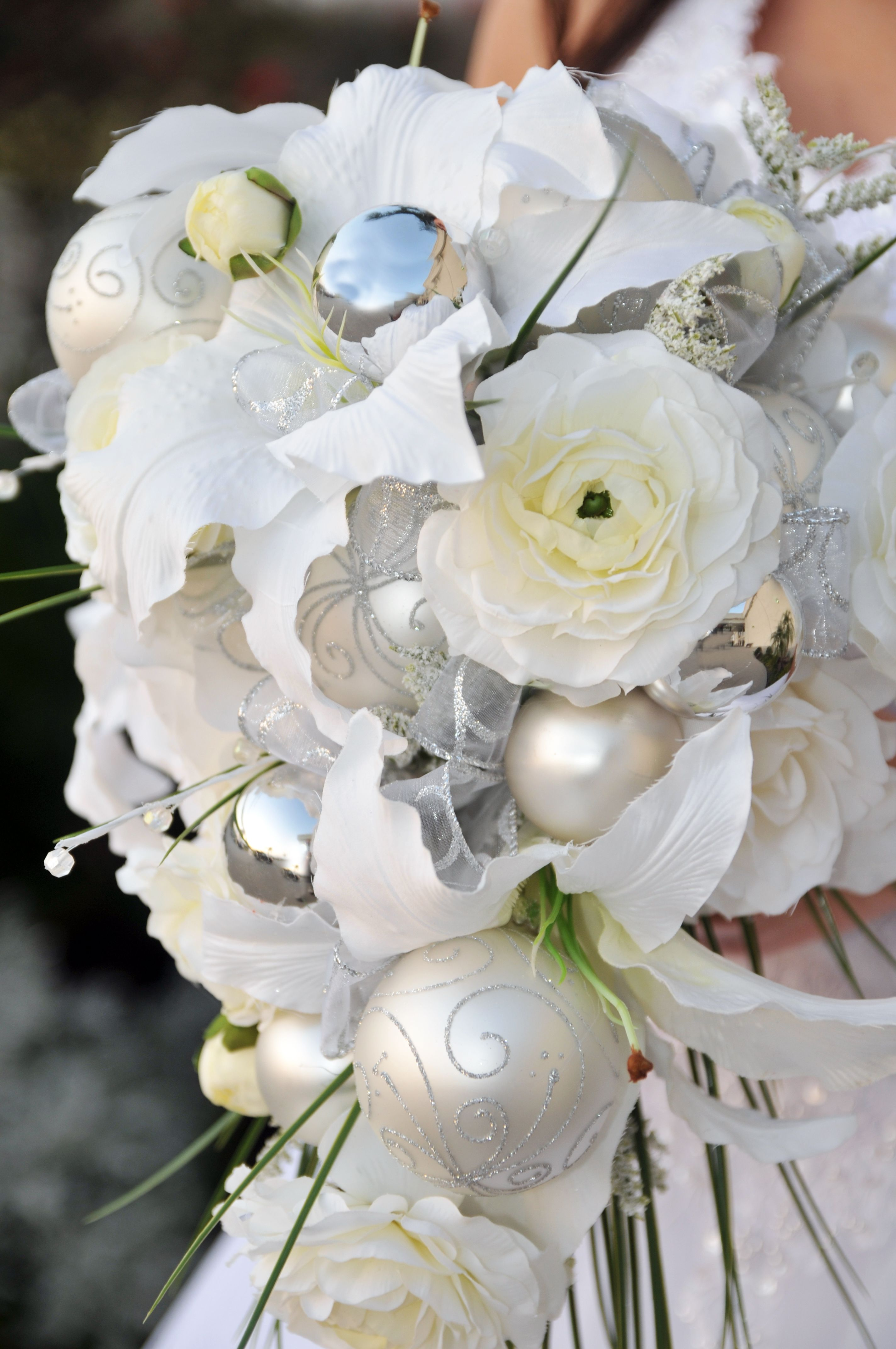 not this, but i like the idea of adding ornaments | wedding flowers ...