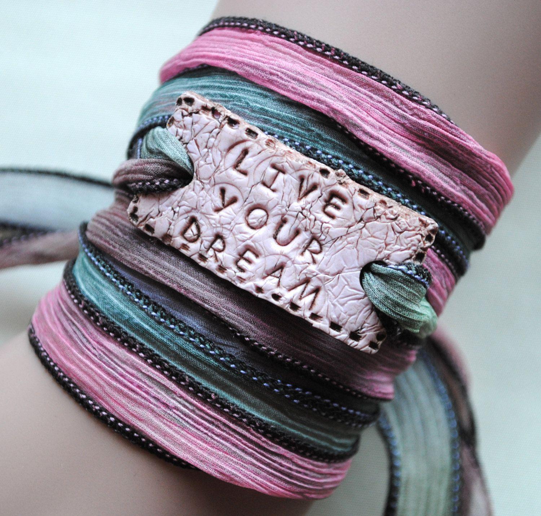 Boho silk wrap bracelet,Live your dream, Yoga wikkelarmband, bohemian, spiritueel, uniek kado door MystiqueSieraden op Etsy