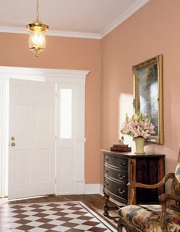 Uberlegen Korridor Im Retro Stil Mit Wandfarbe Apricot