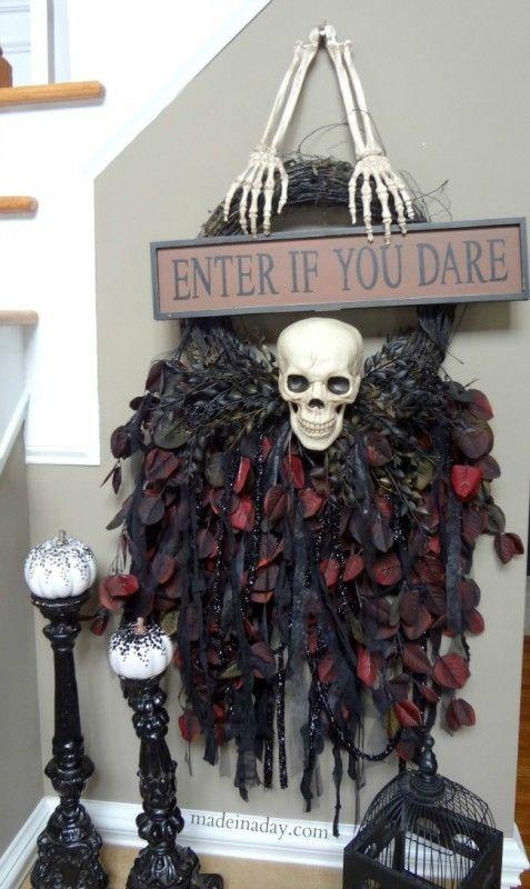 Skull With Jaw Dropped: Super Fun Creepy Skeleton Skull Wreath