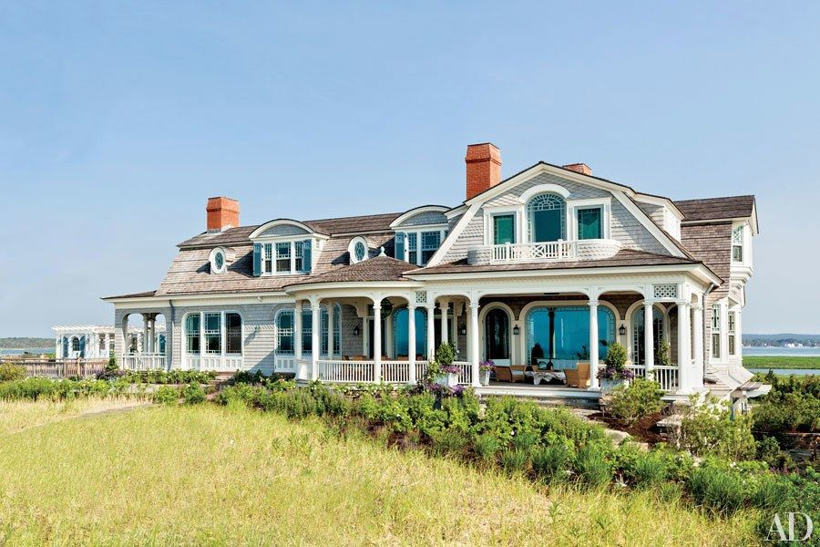 26 Beautiful And Beachy Shingle Style Homes Shingle Style Homes Shingle Style Architecture Beach House Plans