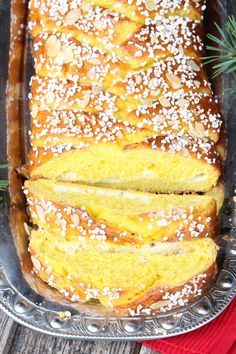 Saffransfläta med vaniljkräm   Tidningen Hembakat