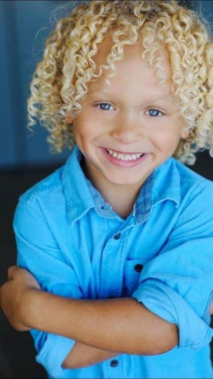 Pin By Hellen Jordan On Chouchou Baby Girl Blue Eyes Brown Hair Blue Eyes Black Hair Blue Eyes