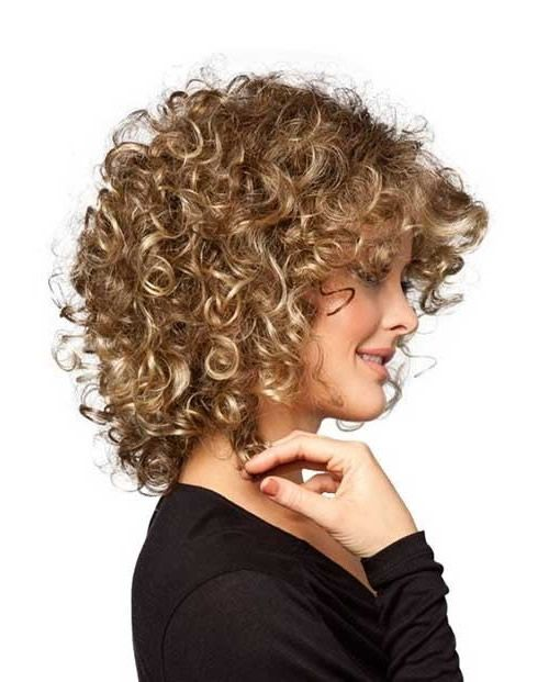 blonde kurze haare mit lockige frisur kurzhaarfrisuren. Black Bedroom Furniture Sets. Home Design Ideas