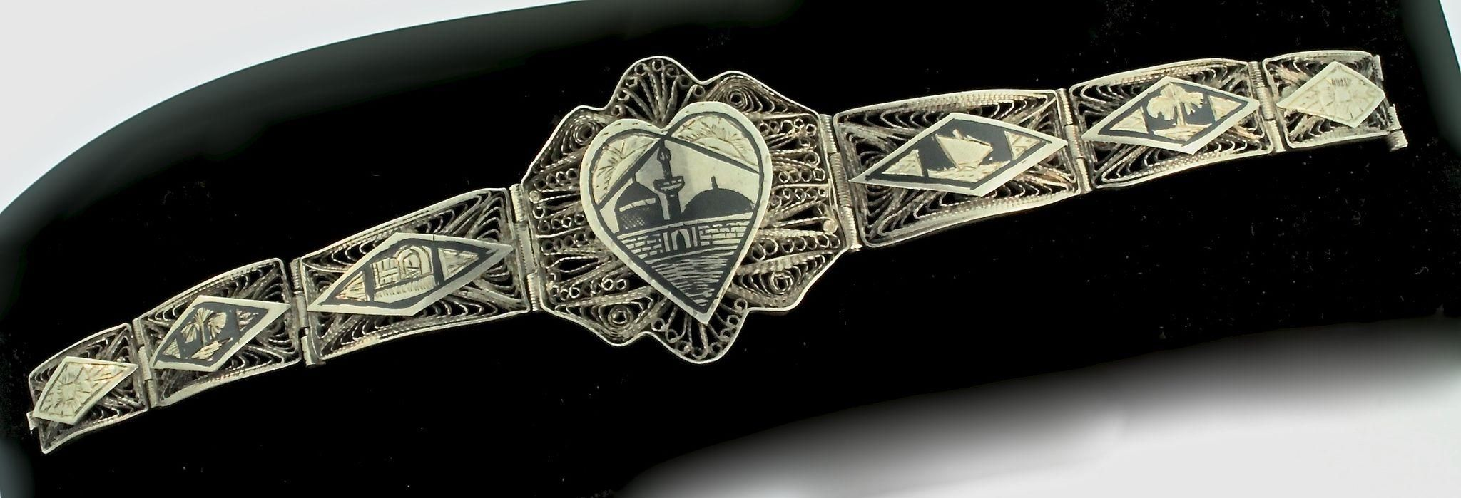 Assassins creed review even michael fassbender cant make this junk leap off the screen telegraph co uk - Slave Bracelet Ring Attached Silver Filigree Heart Amethyst Crystals Vintage 1940s Sterling Silver Filigree Enamel