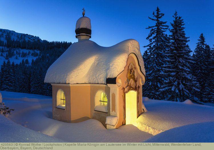 kapelle maria k nigin am lautersee im winter mit licht mittenwald werdenfelser land oberbaye. Black Bedroom Furniture Sets. Home Design Ideas
