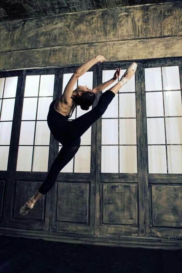 Pin van Mona Moni op Balet   Mensen kunst, Dansen