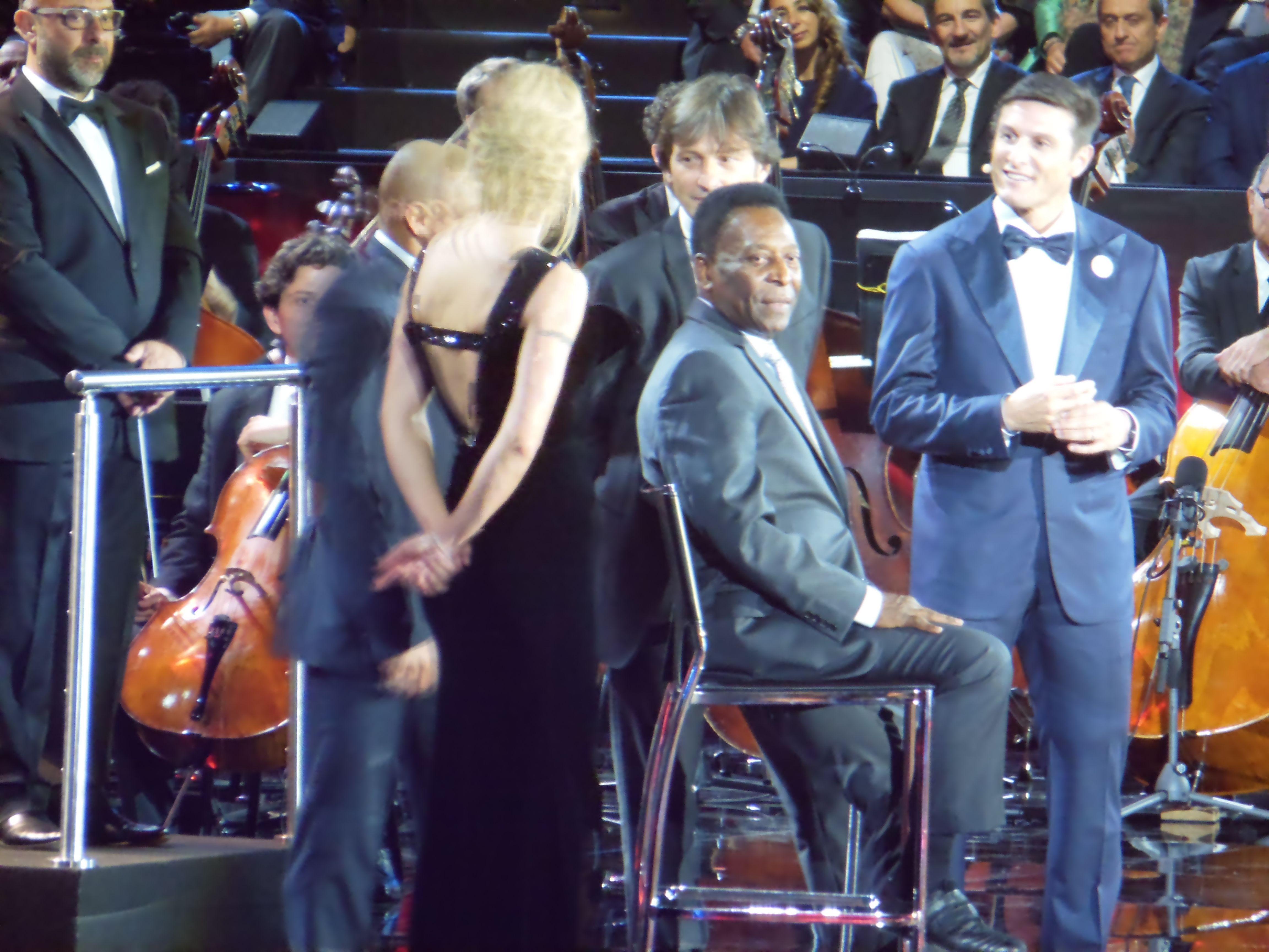 Michelle Hunziker con Roberto Carlos, Leonardo, Javier