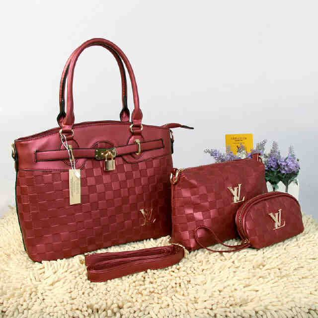 Tas Louis Vuitton Farisha  - Kode : 20150AH - Merk : LOUIS VUITTON - Qualty : Semi Premium - Bahan : Kulit - Warna : Red - Ukuran : 33x11x27 - Berat. : 1kg/pcs - Harga : Rp 330.000, - Kelengkapan : Dompet + Tali Panjang