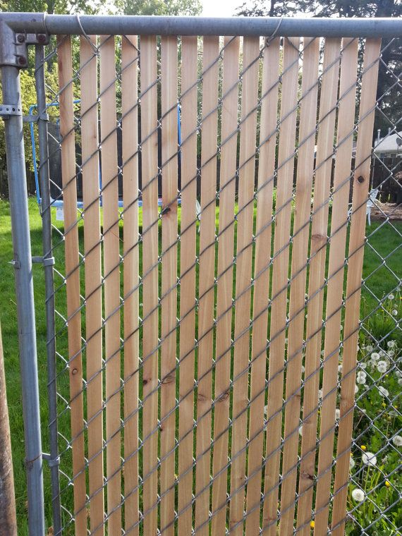 Cedar Fence Slats For Chain Link Fence With Images Gard