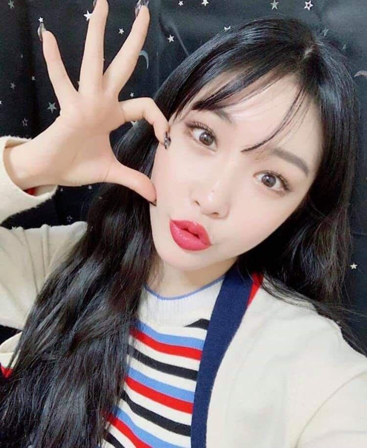 Chungha Instagram Update Kpop Girls Kpop Girl Groups Kim