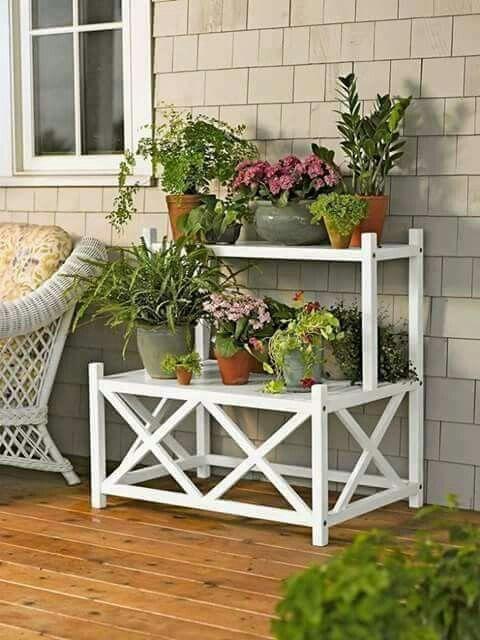 Pin de gladys paulino en patios y balcones pinterest - Estantes para plantas ...