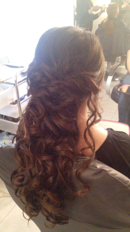 Peinado medio recogido D hair and fashion Pinterest Salons
