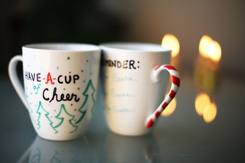 thesorrygirls: DIY Sharpie Christmas Mugs http://www.youtube.com ...