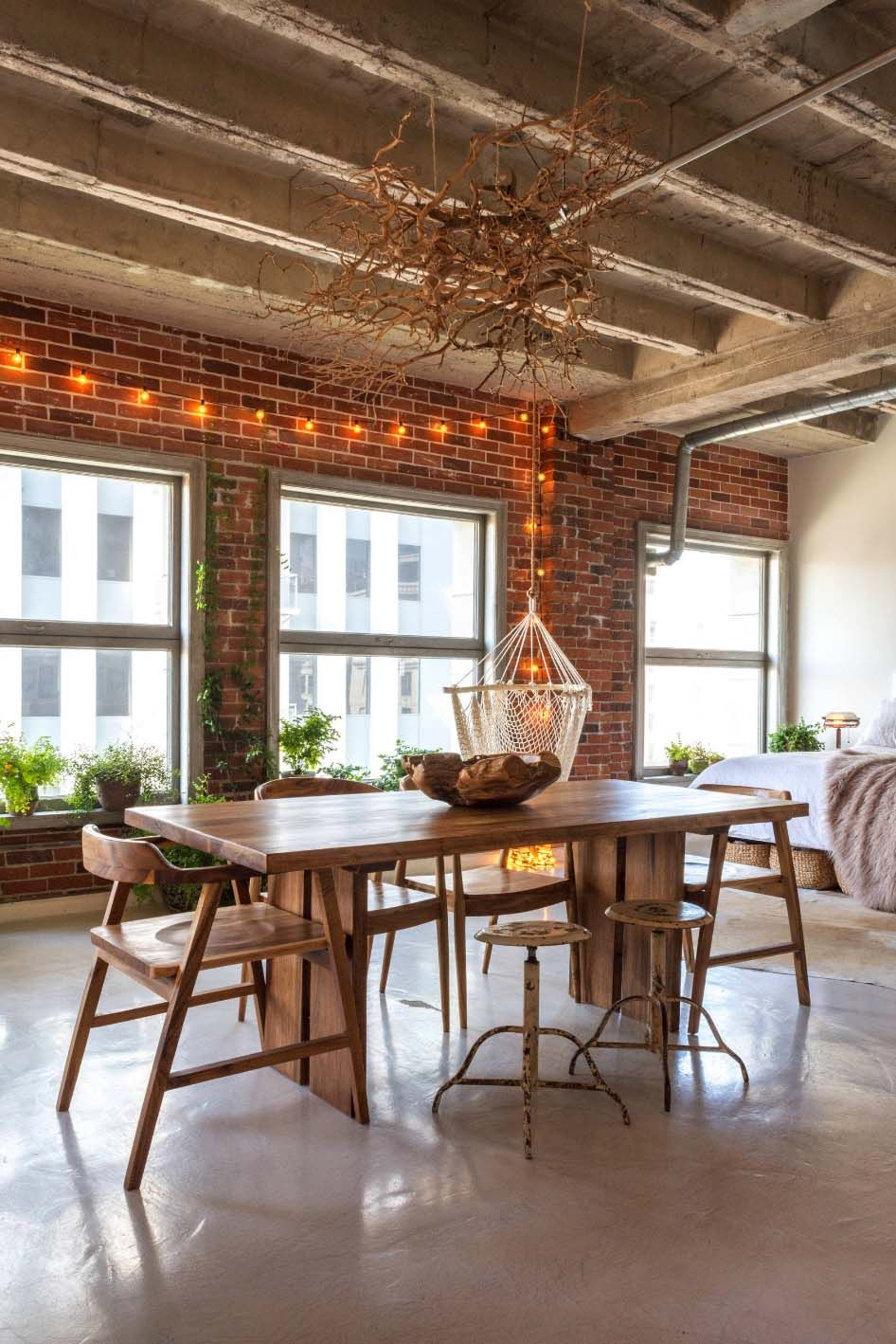 Small Book Filled Loft In Downtown Los Angeles Offers A Magical Aesthetic Apartment Style Rustic House Loft Interiors