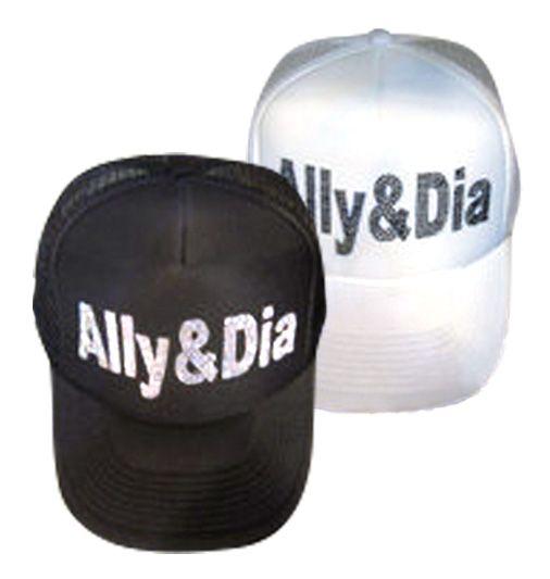 【Ally&Dia LineStone MeshCap】こちらはAllyのロゴをすべてラインストーンで表現された輝き!を放てる人気メッシュCapシリーズのアイテムです!!カジュアルにもキレイめスタイルにもGood!!です。商品ページ→ http://coolimpact.shops.net/item?itemid=20270