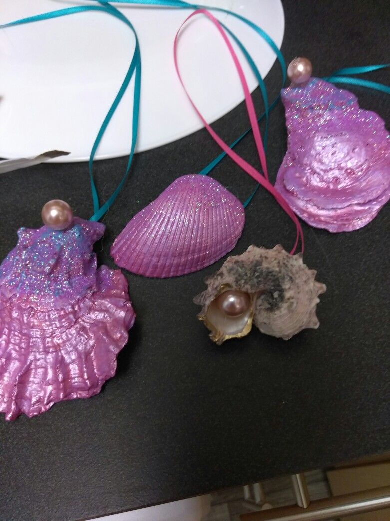 What to do with your shells...paint and glitter and pearls of course...then hang up