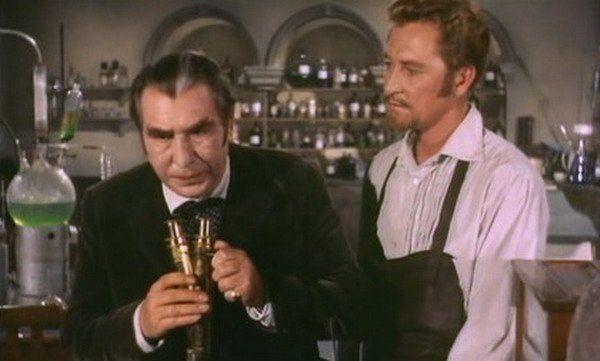 """El doctor Callistratus (Donald Wolfit), un vampiro """"científico"""""""